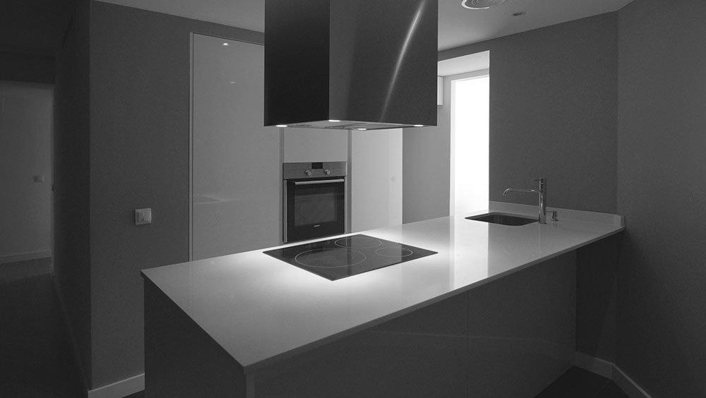 Proyectos para tu hogar cocinas Cocinel-la Showroom en Sevilla. Creamos espacios para tu hogar. Un concepto creativo que une espacio y vivencia.